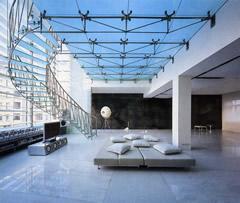 """Вверху В прошлом году на конкурсе """"Под крышей дома"""" архитектурное бюро """"А-Б"""" получило Гран-при по совокупности работ. В этом-снова Гран-при. уже за интерьер квартиры на ул. Пречистенка."""