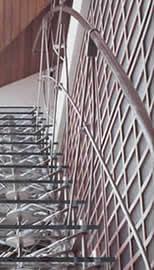 """Лестница от бюро ARCH4 - 1-е место в номинации """"Деталь интерьера"""". """"Архитектор не экономит на материале; напротив, он прославляет лестницу""""."""