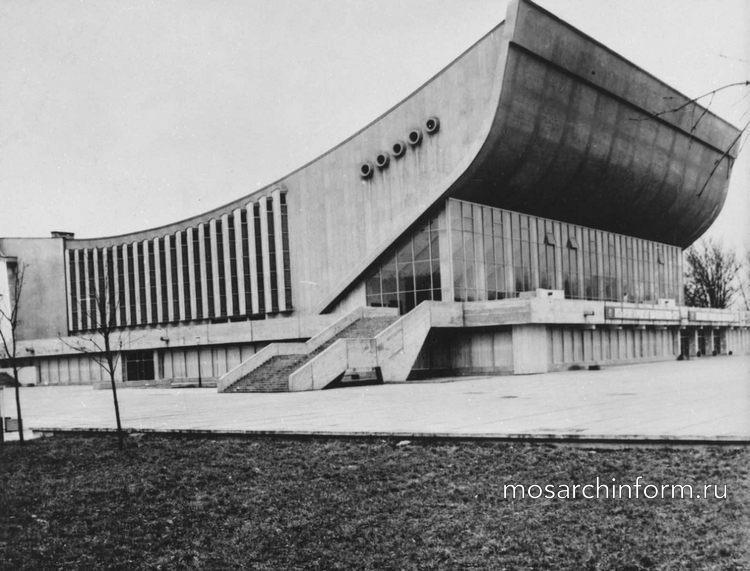 архитекторы Э. Хломаускас, Э. Ляндзбергис, Й. Крюкялис и др. Дворец спорта в Вильнюсе. 1971.