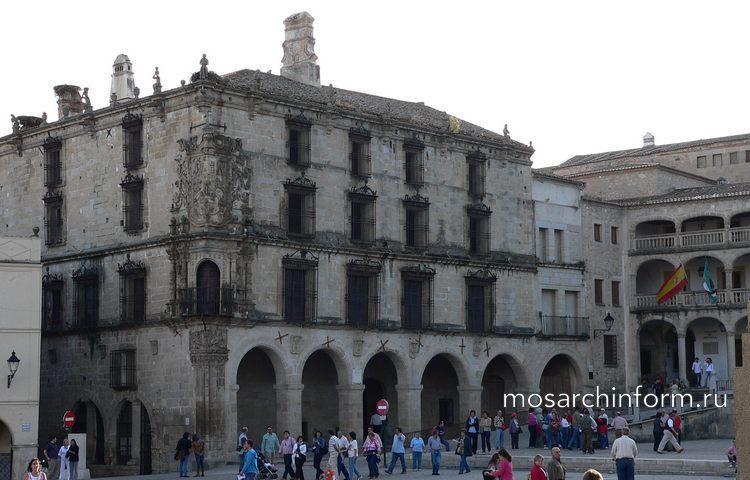 Дворец Карла V в Гранаде - Возрождение - Архитектура Испании