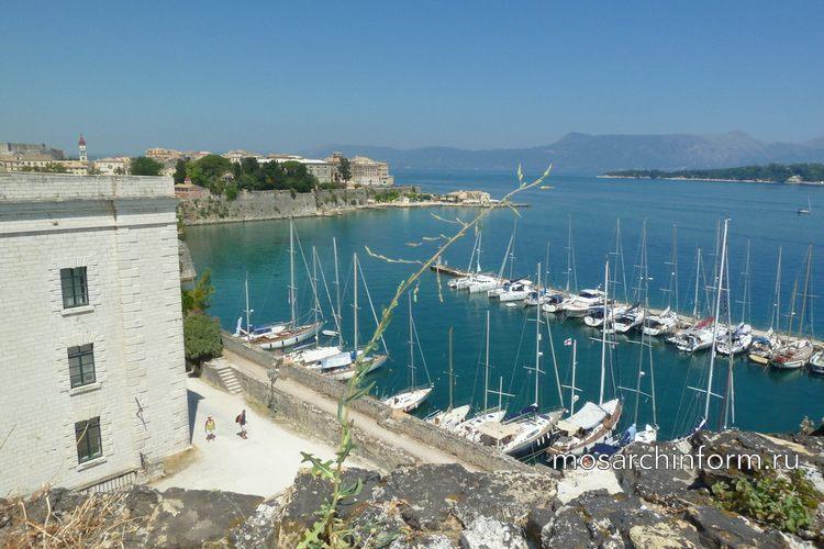 Вид на Остров Лазаретто со старой крепости