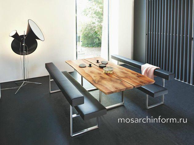 Современная органичность – натуральные столы с контрастными современными стульями