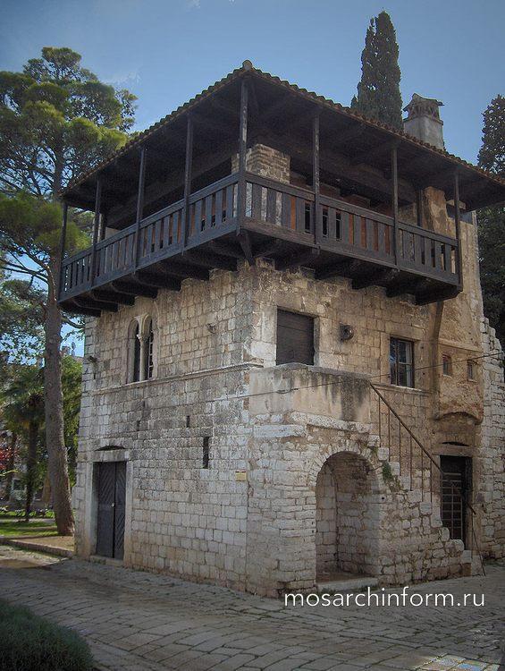 Романский дом в Порече, Хорватия - Романская архитектура