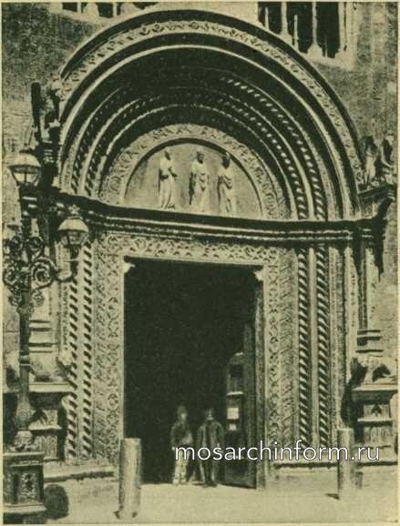Портал палаццо дель Комуне в Перуджии - Готическая гражданская архитектура