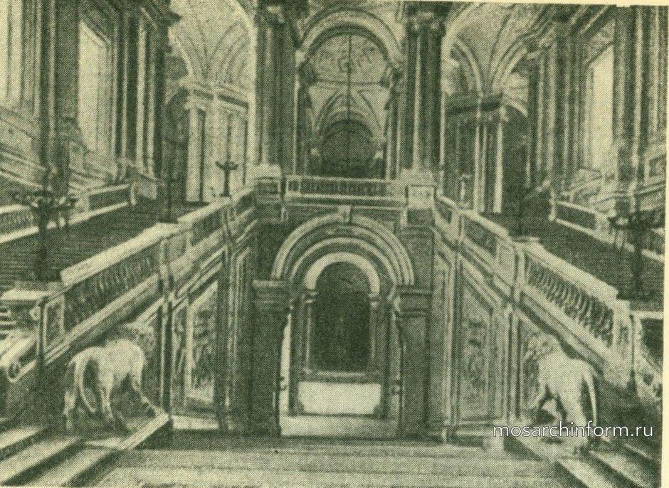 Главная лестница замка Казерта.