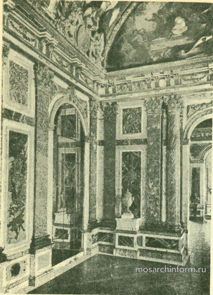 Деталь спальни в отеле Субиз в Париже.