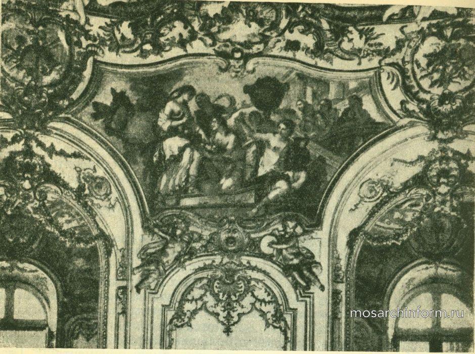 Верхняя часть стены в салоне принцессы в отеле Субиз в Париже.