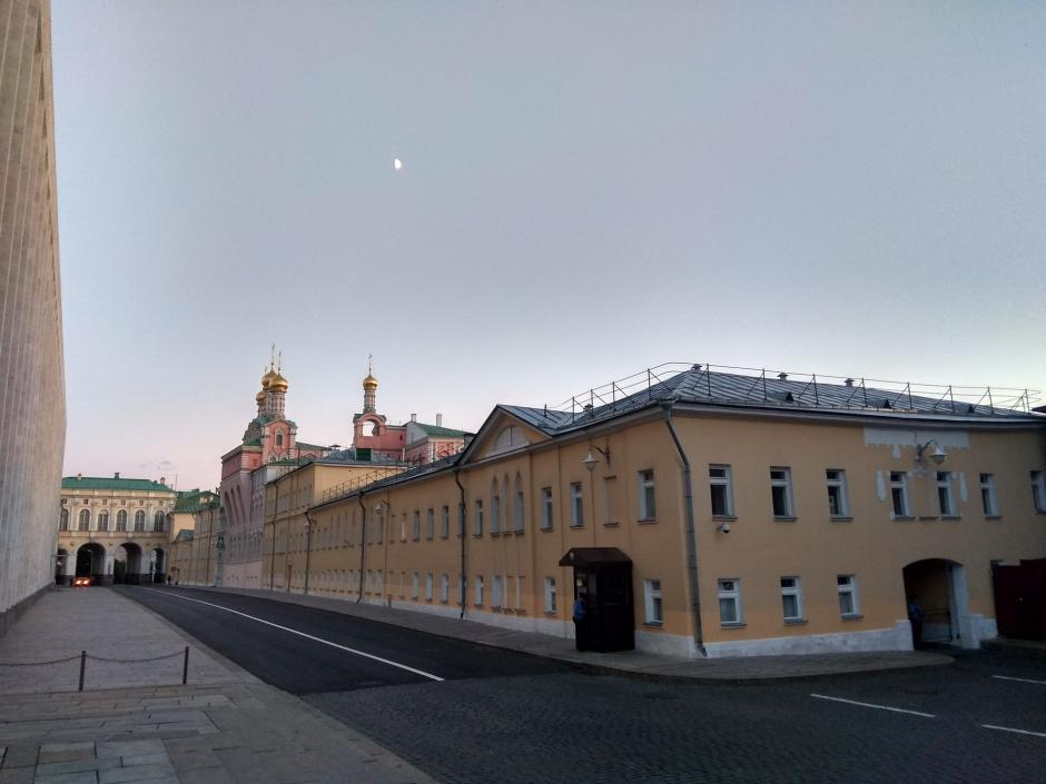 Метро у Кремля, его башни и история сердца страны