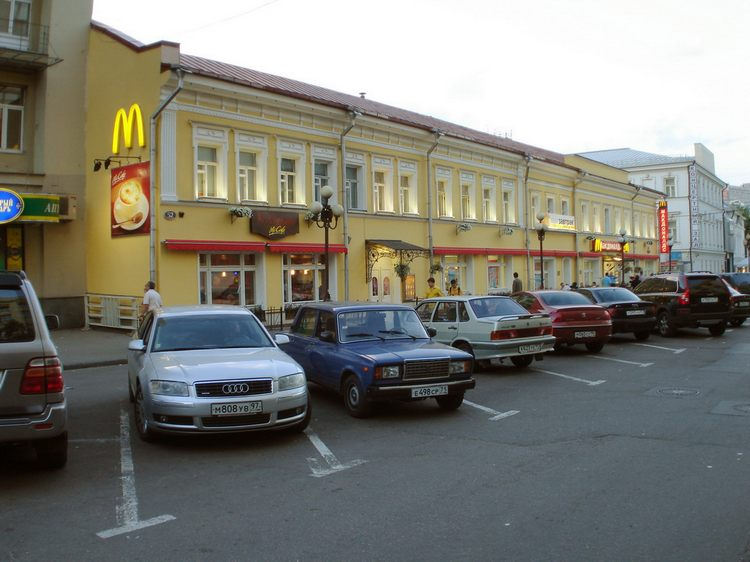 Кафе Макдоналдс ул.Арбат, дом 52    - Архитектура Арбата сегодня